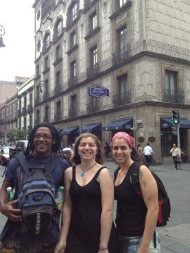 Passeando na Cidade do Mexico. Mestre Pe de Chumbo, Trenel Simone e Professora Dede.